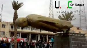 Assad Statue falls in Raqqa