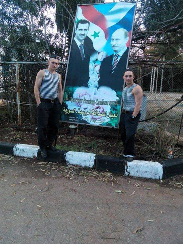 Russian soldiers pose with Assad Putin